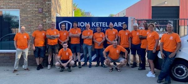 Oranje medewerkers